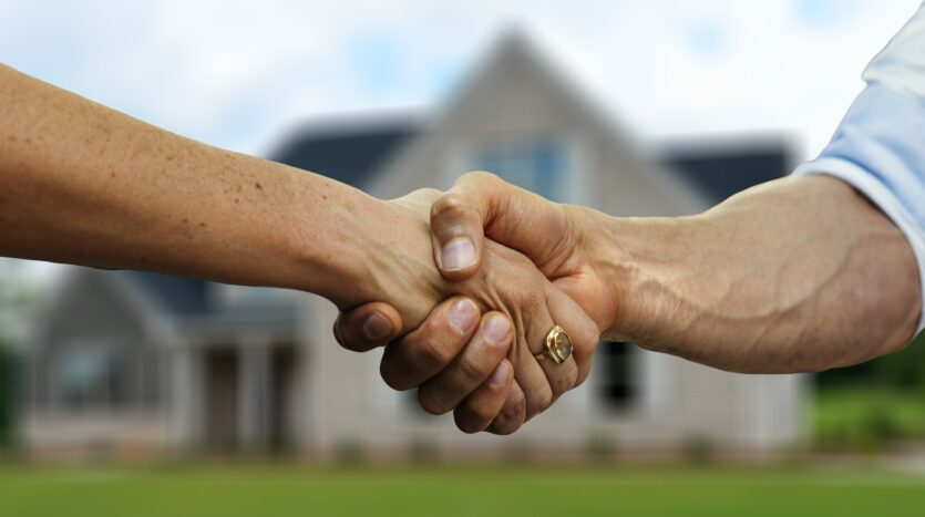 Should you buy a house on your own or hire a realtor